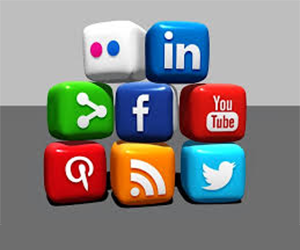 Combining Website Chat Software and Social Media for Customer Service