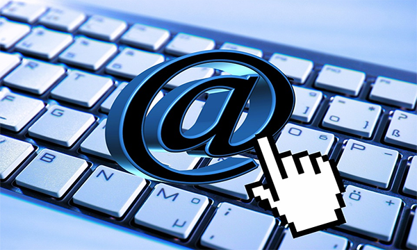 email comunication vs live chat html